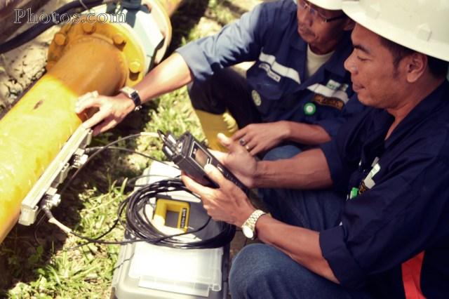 Pengetesan air dengan portable flow meter