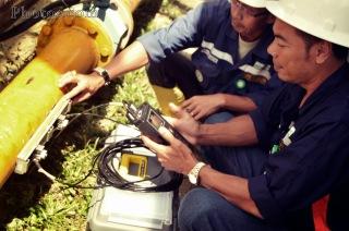 Pengecekan debit air denga portable flow meter