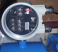 Power and out put magnetic flow meter
